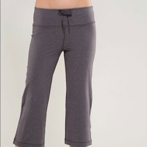 Lululemon relax fit crop size 6